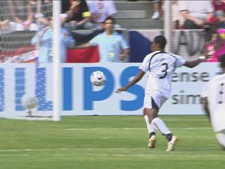 幻灯:捷克VS加纳首粒进球 吉安左脚射门得分
