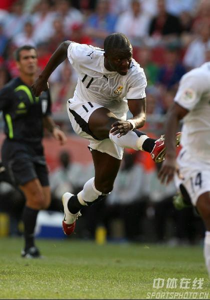 图文:捷克2-0加纳 蒙塔利左脚射门进球瞬间