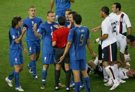 组图:意大利VS美国 德罗西被红牌罚下-搜狐体育