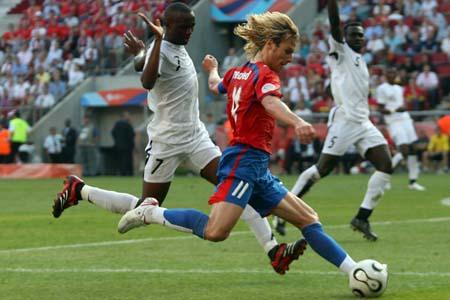 图文:捷克0-2不敌加纳 开弓放箭