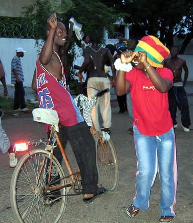 图文:捷克0-2加纳 加纳首都人们庆祝首胜