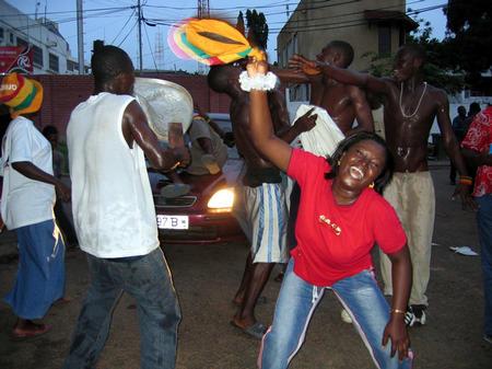 图文:捷克0-2加纳 加纳球迷疯狂庆祝