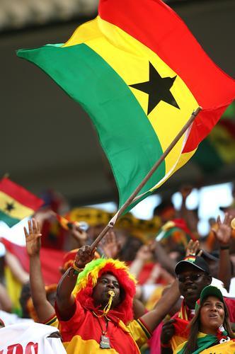 图文:加纳2-0捷克 捷克、加纳球迷共享比赛