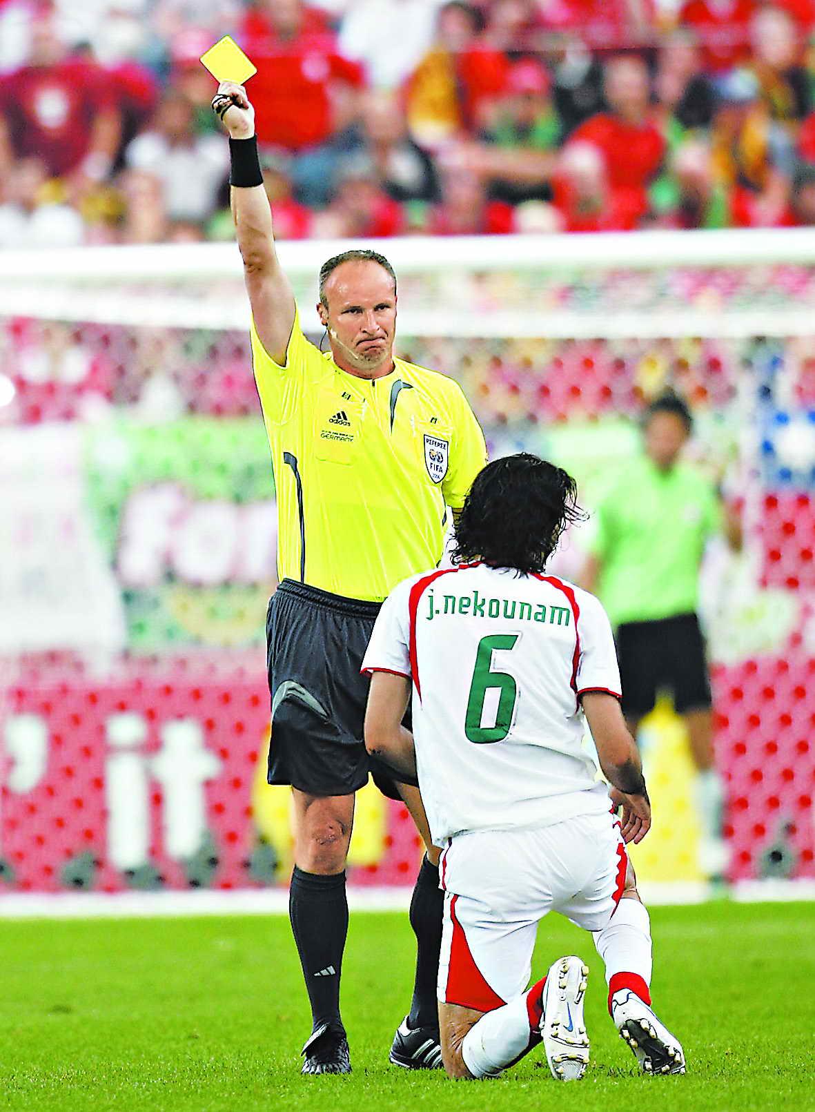 足球史上红牌最多的比赛_足球比赛黄红牌_足球门将红牌