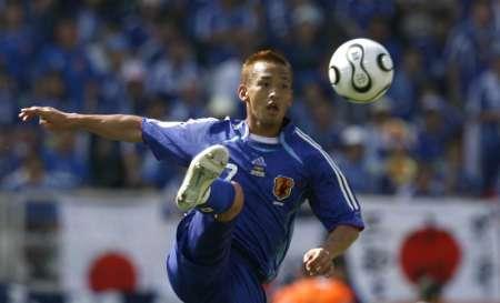 图文:日本VS克罗地亚 中田踢球的英姿