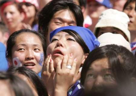 图文:日本VS克罗地亚 日本球迷心急如焚