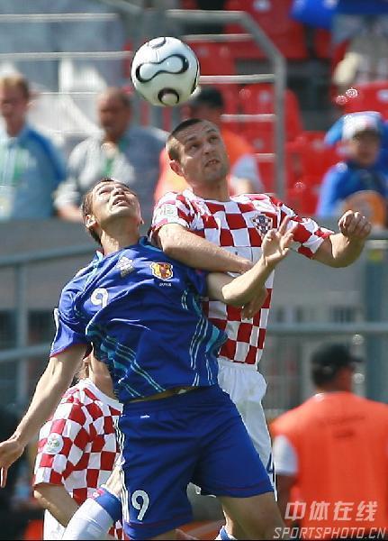克罗地亚0 0与日本 高原直泰争顶头球
