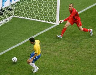 弗雷德补射破门 为巴西锁定胜局