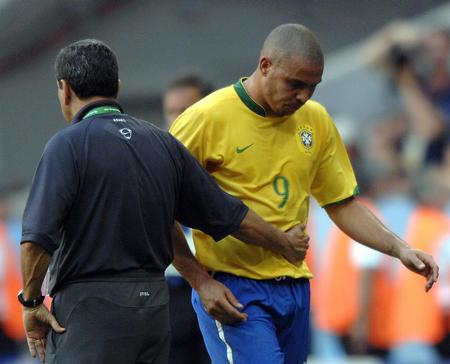 图文:巴西2-0澳大利亚 罗纳尔多被替换下场
