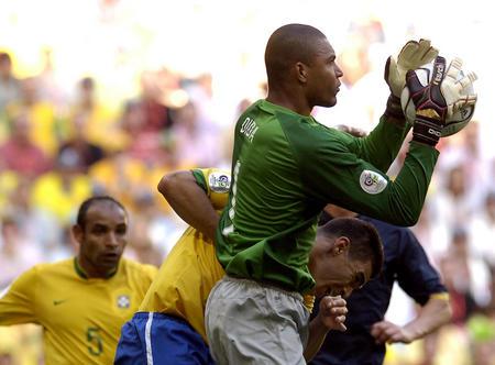 图文:巴西2-0澳大利亚 迪达门前化险