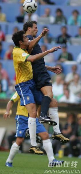 图文:巴西2-0澳大利亚 卡卡奋力争顶