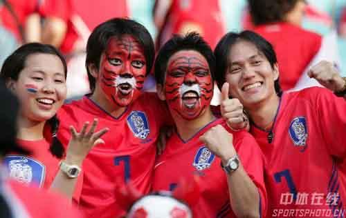 图文:法国1-1韩国 现场的韩国球迷