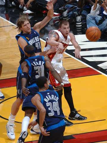 奥尼尔/北京时间6月19日9时,2005/06赛季NBA总决赛开始第五场角逐。