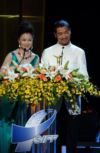 第9届上海国际电影节开幕 评委团集体亮相(图)