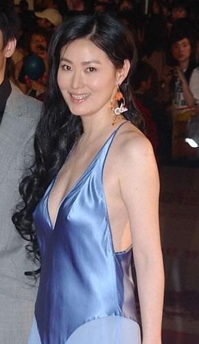 第九届上海电影节 女星开幕红地毯斗秀(组图)