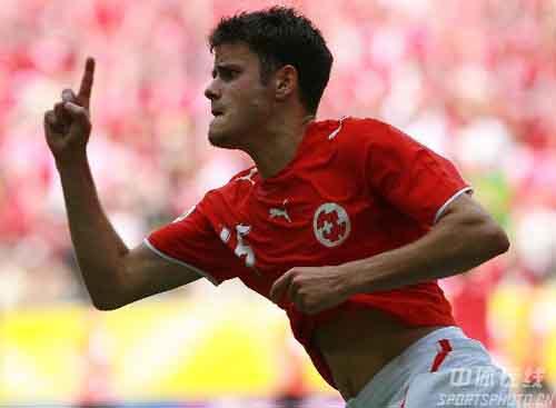 图文:多哥0-2瑞士 瑞士巴内塔攻入致胜一球