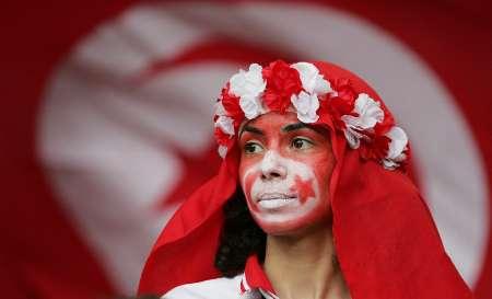 图文:西班牙VS突尼斯 突尼斯球迷眼神镇定