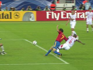 幻灯:西班牙VS突尼斯第二粒进球 劳尔扳平比分