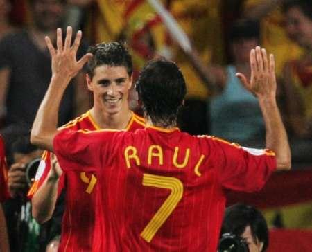 组图:西班牙3-1突尼斯 西班牙队员欢庆胜利