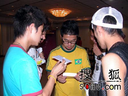 《梦想中国》北京赛区:男选手分组定歌2