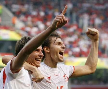 图文:哥斯达黎加VS波兰 波兰队员庆祝进球