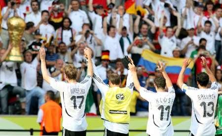 组图:厄瓜多尔0-3德国 德国队员庆祝胜利