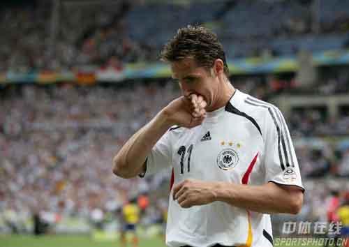 图文:厄瓜多尔0-3德国 德国队进球功臣克洛斯