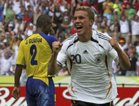 组图:厄瓜多尔0-3德国 波多尔斯基疯狂庆祝