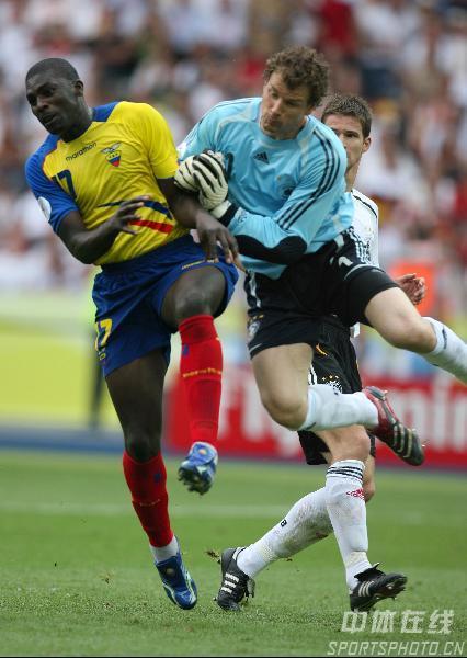 图文:厄瓜多尔0-3德国 门将莱曼门前救险