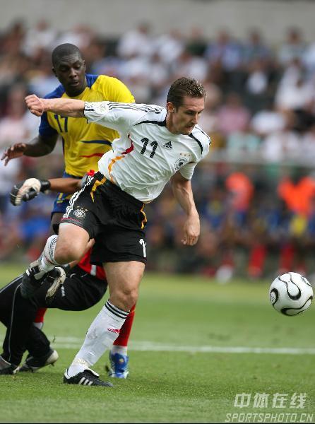 图文:厄瓜多尔0-3德国 克洛斯突围破门