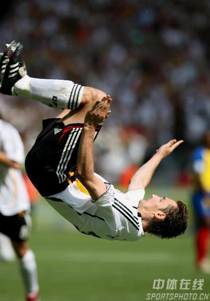 图文:厄瓜多尔0-3德国 克洛斯进球后空翻