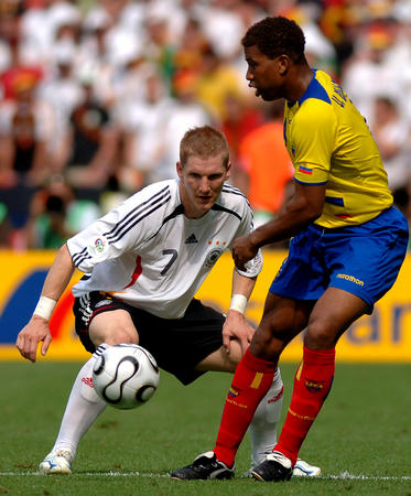 图文:厄瓜多尔0-3德国 看看啦啦队吧