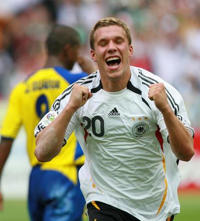 图文:厄瓜多尔0-3德国 德国首发阵容