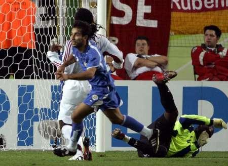 图文:巴拉圭VS特立尼达 巴拉圭进球瞬间