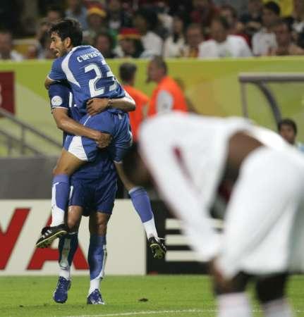 图文:巴拉圭VS特立尼达 奎瓦斯进球狂喜