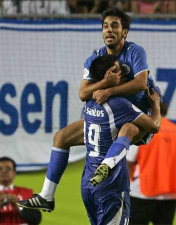 图文:巴拉圭2-0特立尼达 进球庆祝动作