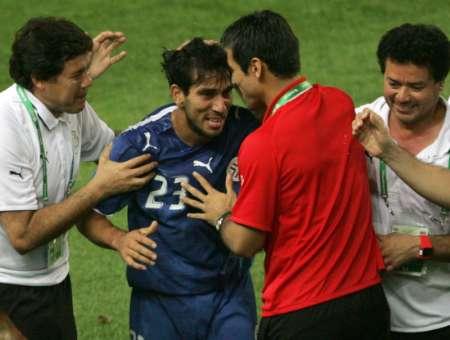 图文:巴拉圭VS特立尼达 奎瓦斯进球后庆祝