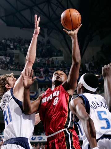 沃克/北京时间6月21日,2005/06赛季NBA总决赛开始第六场角逐。