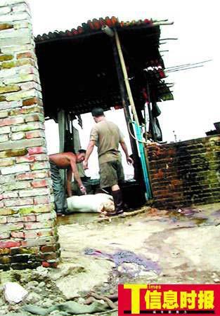 广州非法屠宰场藏身于垃圾场 黑作坊炼淋巴油