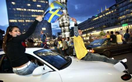 图文:英格兰2-2瑞典 球迷在斯德哥尔摩狂欢