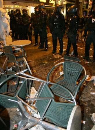 图文:英瑞战平球迷发生骚乱 德警方加强警戒