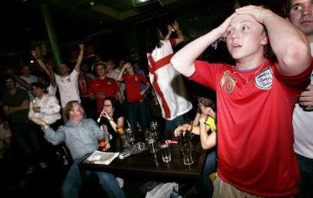 图文:英格兰2:2战平瑞典 英国本土球迷失望