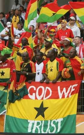 图文:加纳VS美国 加纳球迷为胜利做好了准备