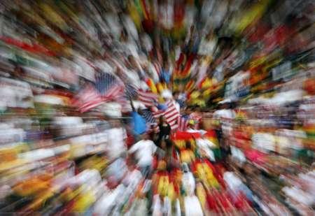 图文:加纳VS美国 美国球迷在等待
