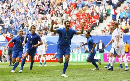 组图:捷克VS意大利 马特拉齐庆祝进球