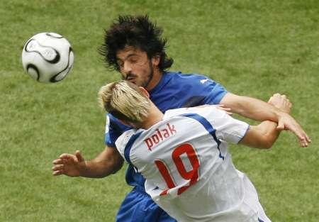 图文:捷克VS意大利 加图索的凶悍防守