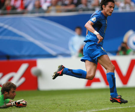 图文:捷克0-2意大利 因扎吉攻入第二球