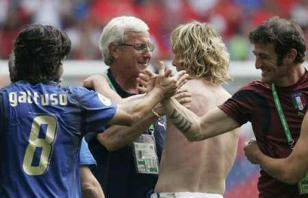 图文:捷克0-2意大利 兴奋的意大利球员