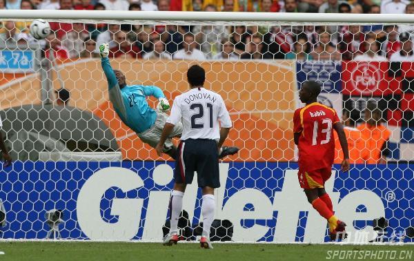 图文:加纳2-1美国 加纳门将救险