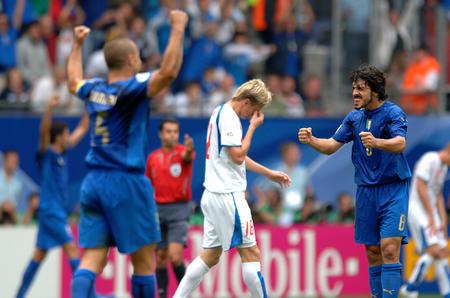 图文:捷克0-2意大利 比赛胜负一瞬间